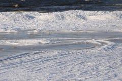 Côte congelée et glaciale 10 de mer baltique photographie stock