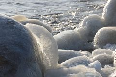 Côte congelée et glaciale 15 de mer baltique Photographie stock libre de droits