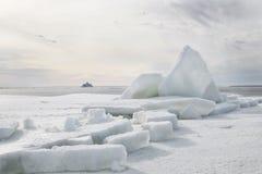 Côte de glace de mer baltique images libres de droits