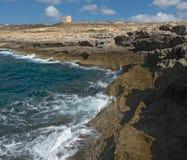 Côte de l'île de Gozo Malte, tour de Dwejra Images libres de droits