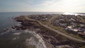 Côte de vue aérienne, Punta Colorada, Maldonado, Uruguay banque de vidéos