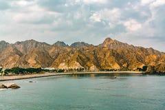 Côte du golfe d'Oman près de Muscat, vue de la mer photo stock