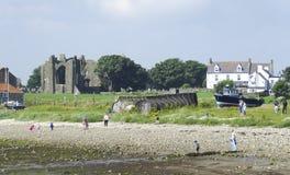 Côte du nord-est d'île sainte de Lindisfarne de l'Angleterre, le Northumberland - 2 août 2016 photographie stock libre de droits