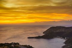 Côte grecque au lever de soleil Péloponnèse Mani Photo stock