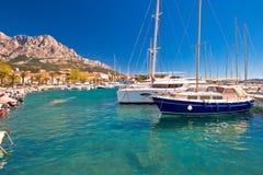 Côte idyllique de navigation de vue de Baska Voda image libre de droits