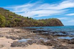 Côte rocheuse du golf de papagayo Photographie stock libre de droits
