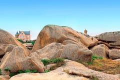 Côte rose de granit dans Perros-Guirec, la Bretagne, France images libres de droits