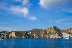 Côte sauvage d'île de Ponza au Latium, Italie Images stock