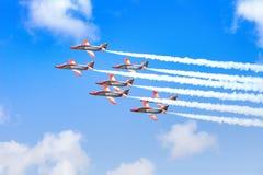 CÔTE TEGUISE, LANZAROTE, ESPAGNE - OCTOBE 28 : Airshow dans le ciel bleu en Costa Teguise, Lanzarote sur 28 d'octobre 2018 image libre de droits