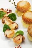 Côtelette de blanc de poulet avec des champignons de couche photos stock