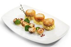 Côtelette de blanc de poulet avec des champignons de couche photo libre de droits
