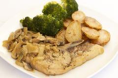 Côtelette de porc avec de la sauce à crème de champignon photographie stock libre de droits