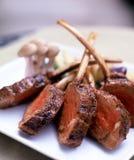 Côtelettes d'agneau grillées Photos libres de droits