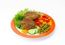 Côtelettes et légumes Photos stock