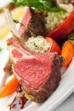 Côtelettes et légumes d'agneau photos stock