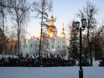 Cúpula da igreja e céu azul Fotos de Stock Royalty Free