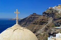 Cúpula de la iglesia del St San Juan Bautista en Fira, Santorini, y Imagen de archivo