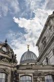 Cúpula del Albertinum y del cielo nublado hermoso Museo del arte moderno Dresden, Alemania Imagen de archivo