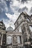 Cúpula del Albertinum y del cielo nublado hermoso Museo del arte moderno Dresden, Alemania Fotografía de archivo