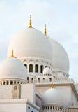 Cúpulas brancas da mesquita muçulmana em Emiratos Árabes Unidos Imagem de Stock Royalty Free