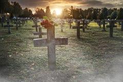 C'è abbondanza delle pietre tombali nel cimitero Fotografia Stock Libera da Diritti