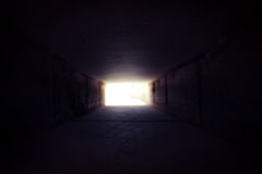 C'è leggero all'estremità del tunnel Immagine Stock