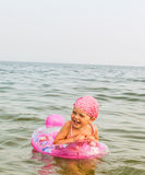 C'è una bambina in mare Immagine Stock Libera da Diritti