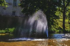 C'è una bella fontana in mezzo al lago Immagine Stock Libera da Diritti