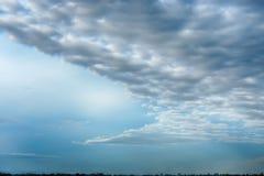 C'è una nuvola scura nel cielo fotografia stock libera da diritti