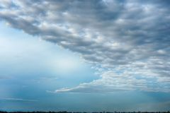 C'è una nuvola scura nel cielo fotografie stock libere da diritti