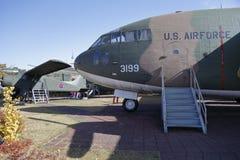 C-123提供者运输, (美国),韩国, ginyeomgwan的Jeonjaeng, Yongsan东,汉城,韩国的战争纪念建筑- 2013年11月 免版税库存照片