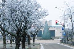33c 1月横向俄国温度ural冬天 在城市公园胡同的冬天风景  免版税库存图片