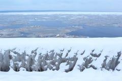 33c 1月横向俄国温度ural冬天 在湖的冰 库存图片
