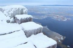 33c 1月横向俄国温度ural冬天 在湖的冰 免版税库存图片