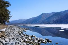 33c 1月横向俄国温度ural冬天 在雪和冰下的木湖 冬天 库存图片
