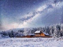 33c 1月横向俄国温度ural冬天 山村在乌克兰喀尔巴汗 图库摄影