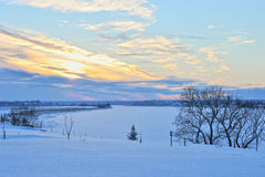 33c 1月横向俄国温度ural冬天 河和森林的看法没有leav 图库摄影