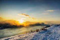 33c 1月横向俄国温度ural冬天 流动在高地的河 库存照片