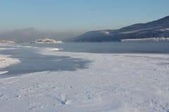 33c 1月横向俄国温度ural冬天 清楚的冷淡的天,自然 库存照片