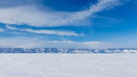 33c 1月横向俄国温度ural冬天 积雪覆盖的山的美丽的景色在贝加尔湖 股票录像