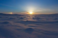 33c 1月横向俄国温度ural冬天 美好的日落在贝加尔湖 免版税库存照片