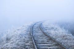 33c 1月横向俄国温度ural冬天 铁路在一个冷淡的早晨 免版税图库摄影