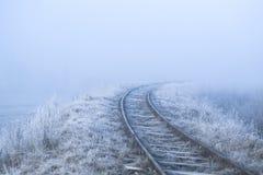 33c 1月横向俄国温度ural冬天 铁路在一个冷淡的早晨 库存图片