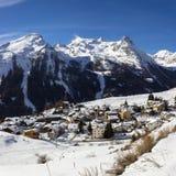 33c 1月横向俄国温度ural冬天 Gimillan高山村庄1800米高度在瓦莱达奥斯塔,科涅,意大利 免版税库存照片
