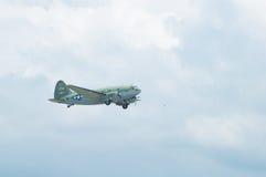 C-46特攻队老鹰乐队Airshow修补破铜铁者佳丽汇聚  免版税图库摄影