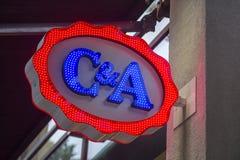 C&A商店霓虹灯广告 库存图片