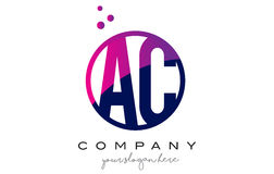 C.A.A.C. Circle Letter Logo Design avec Dots Bubbles pourpre Photographie stock