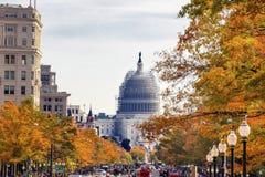 C.C. de Autumn Washington da avenida de Pensilvânia da construção do Capitólio dos E.U. fotografia de stock