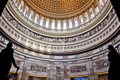 C.C. de la Rotonda de las estatuas de la bóveda del capitolio de los E.E.U.U. imagenes de archivo