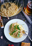 C con l'olio ed i peperoncini rossi dell'aglio Immagine Stock